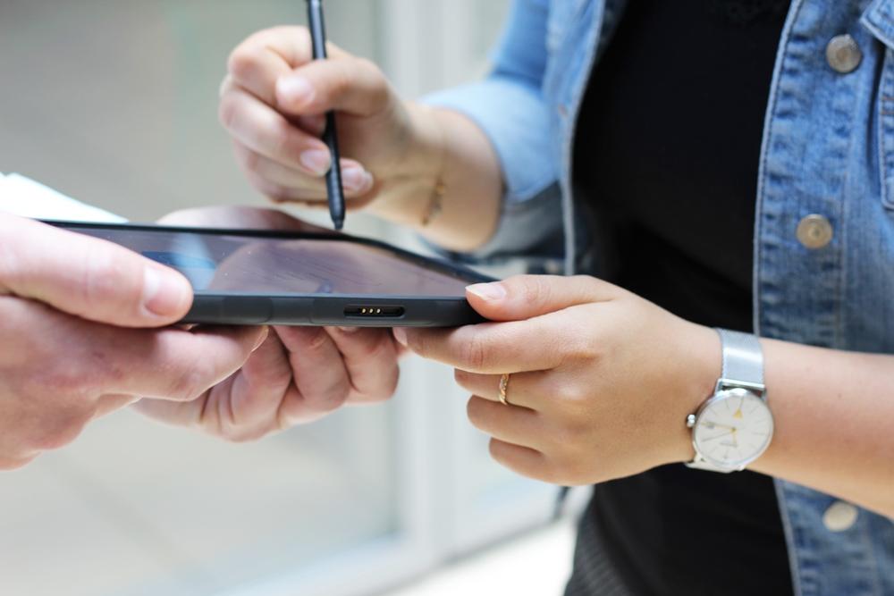 Mit Smart Work Mobile können Kundenunterschriften ganz einfach digital übermittelt werden.
